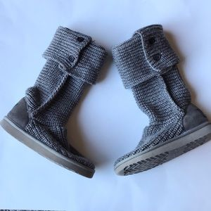 Women's UGG classic cardy II knit boots size 6